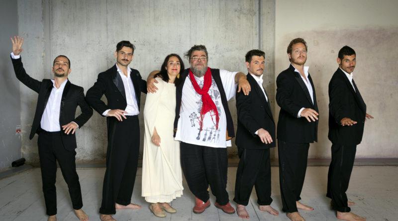 """Η μουσική παράσταση του Σταμάτη Κραουνάκη  """"8 Οκτωβρίου 1838. Ο Λόγος του Θεόδωρου Κολοκοτρώνη στην Πνύκα προς τα Ελληνόπουλα"""" στο Φεστιβάλ Κολωνού"""